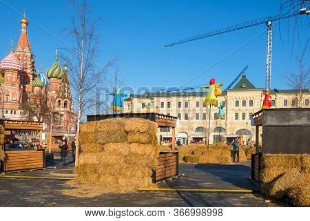 Moscow, Russia - February 22, 2020: Shopping Pavilions In Zaryadye Park During The Pancake Festival