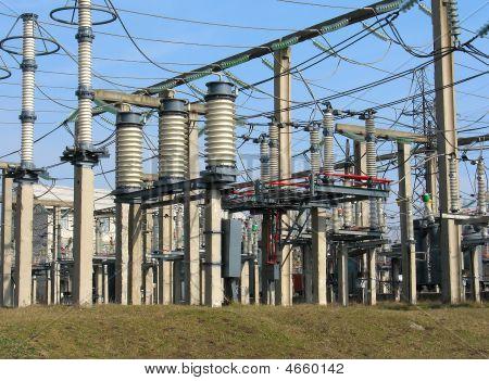 高電圧コンバーター装置、発電所