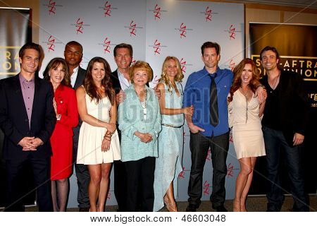 LOS ANGELES - JUN 4:  Y n R Cast arrive at SAG-AFTRA Panel Discussion With The Cast Of