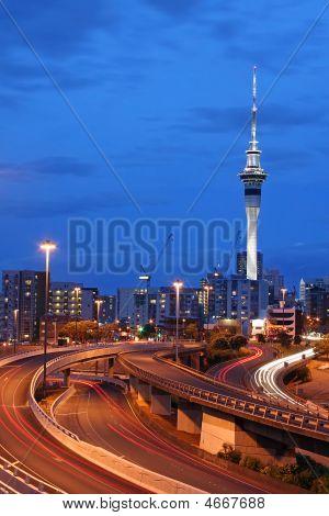 Ciudad de Auckland, Nueva Zelanda al atardecer