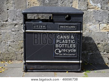 Recycling and litter/trash/rubbish bin