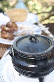 Black small potjiekos pot