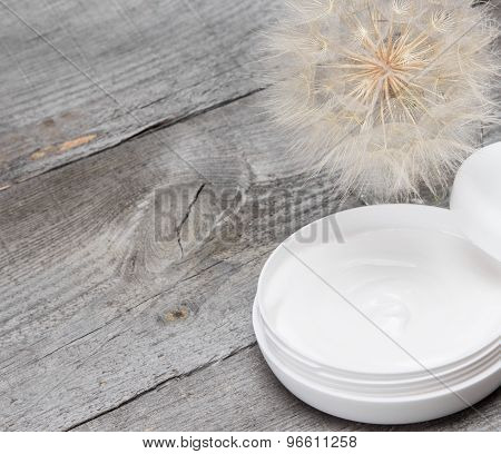 Light Like A Dandelion Skin Care Cream Background