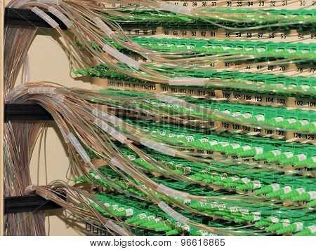 Fiber Optic Connectors and fiber routing in the back of a Distribution Hub