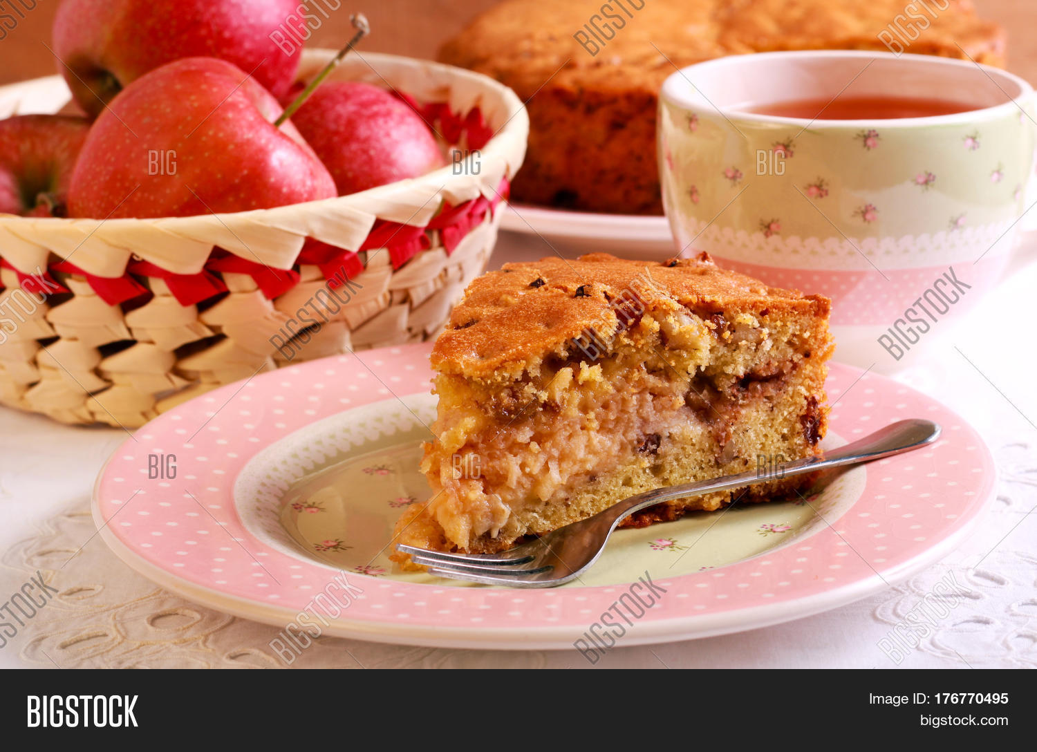 How To Make A Good Raisin And Nut Cake
