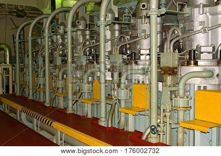 A main engine og a large crude oil tanker