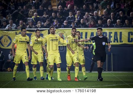 VILLARREAL, SPAIN - FEBRUARY 26: Villarreal players and referee during La Liga match between Villarreal CF and Real Madrid at Estadio de la Ceramica on February 26, 2017 in Villarreal, Spain