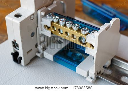 Wire terminal block and circuit breaker on the DIN rail