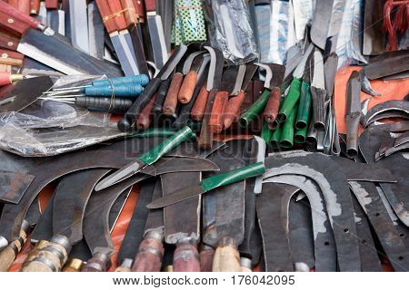 many billhooks knife on the shop .