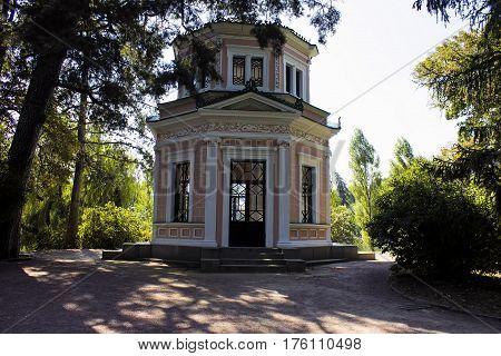 Arbour nature design pavilion art relaxSofiyevsky park summerhouse walk autumn.