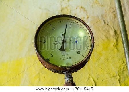 Industrial Manometer With Arrow