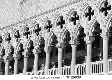 Venetian gothic columns made from white marble and round gothic ornaments, black and white