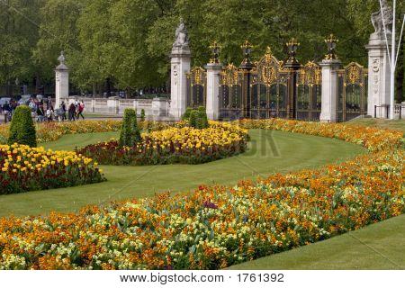 070425_364_London_Buckingham_Palace