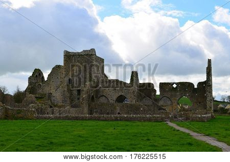 Scenic old ruins of Hoare abbey with cloudy skies.