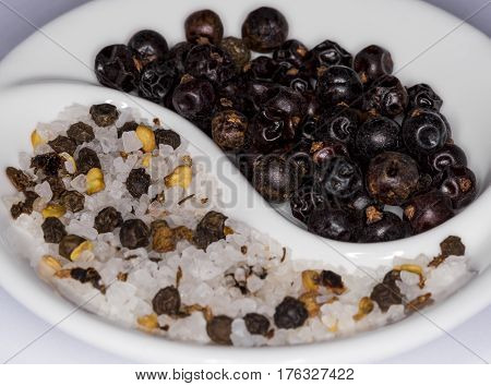 Sea salt mix with juniper berries and black pepper