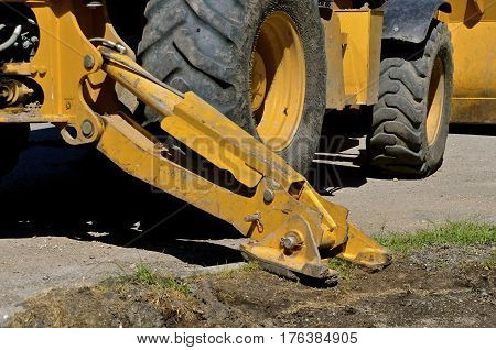 Stabilizer of an excavating machine allowing for heavy lifting