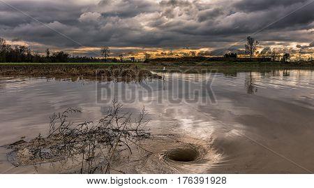 Dopo le piogge torrenziale del mese di Novembre 2016, un gorgo nell'acqua