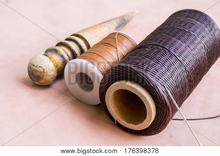 Thread needle and wood edge for leather craft