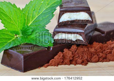 Dark chocolate sticks with mint fondant filling