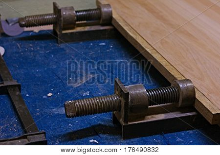 Use of a vise for gluing wood parts. Press vise.