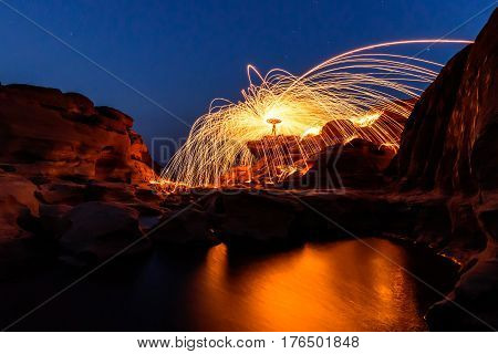 Swirl lights by steel wool /  jerk the steel wool light at Sam Phan Bok