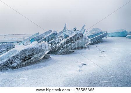 Extremal cracks on Ice of winter Lake Baikal