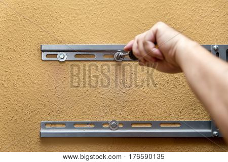 Service And Installing, Fitting Bracket For A Tv On The Wall