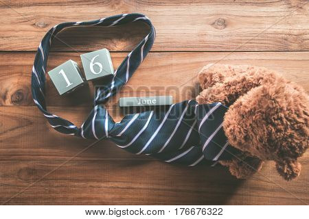 Vintage Wood Calendar For June 16 With Teddy Bear And Necktie Happy Father's Day Inscription Backgro