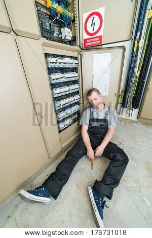electrician electrocuted lying on the ground. accident