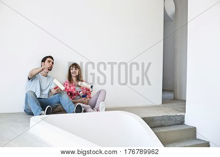 Couple getting ready to paint