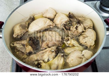 Chicken cooked in January, chicken cooked in the style of chicken, chopped chicken, chicken pieces, chicken pieces in pots, raw chicken