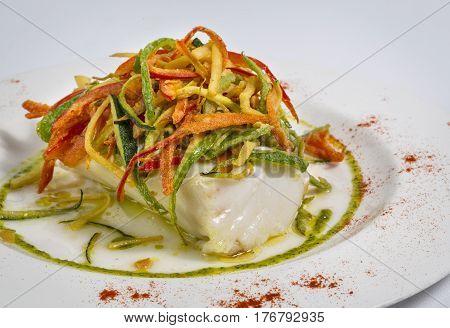 Lomos de Bacalao co guarnicion de verdura frita