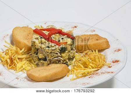 Revuelto de Calavacin con vercuras fritas  y rodajas de pan frito