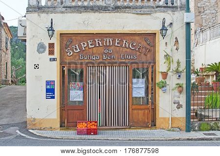 Beautiful Art Nouveau Supermarket Entrance