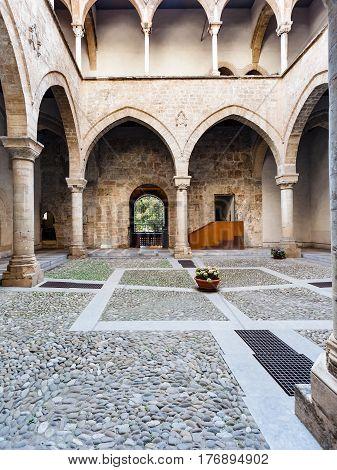 Cortile Of Palazzo Chiaramonte - Steri In Palermo