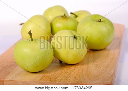 The several green apples on a cutting board