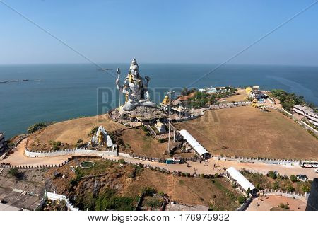 MURUDESHWAR INDIA Statue of Lord Shiva was built at Murudeshwar temple on the top of hillock which overlooks the Arabian Sea and it is 37 meters in height.