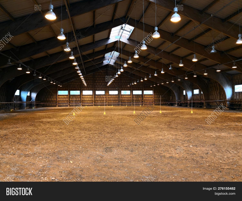 Empty Indoor Horse Image & Photo (Free Trial) | Bigstock
