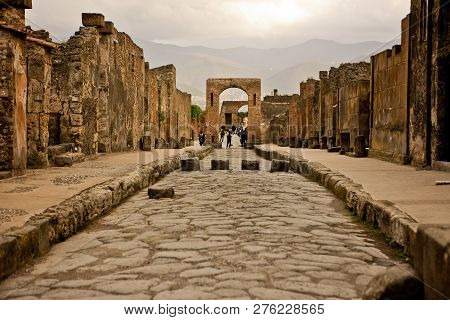 Pompeii, Italy- April 5, 2014: Ancient Ruins In Pompeii, Destroyed And Buried Under Volcanic Ash Dur