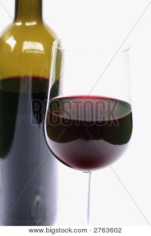 Glas und Flasche Wein