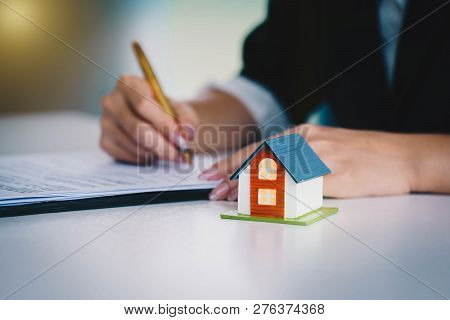 Businesswoman Signing The Document Contract  Of A Sale For A New House. Real Estate Services For Buy