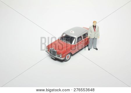 The Model Of Taxi And Small Figures
