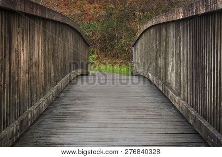Country Park Wooden Bridge Curved Wooden Bridge In A Country Park In South Wales, Uk