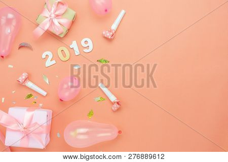 Table Top View Of Merry Christmas Decorations & Happy New Year 2019 Ornaments Concept.flat Lay Essen