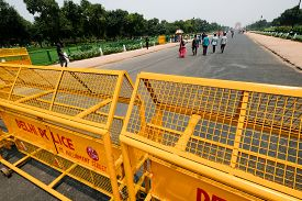New Delhi, Aug 15, 2018: Yellow Traffic Barricades Put Up By Delhi Police On Rajpath On The Occasion