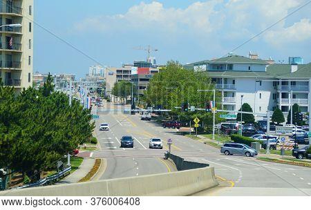 Virginia Beach, U.s.a - June 30, 2020 - The View Of The Traffic On Atlantic Avenue