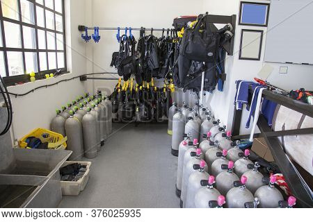 Scuba Gear Cylinders Wetsuits Compensators Sports Leisure