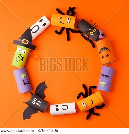 Wreath Handmade Toys For Halloween Party. Paper Crafts, Easy Diy. Handcraft Creative Idea From Toile