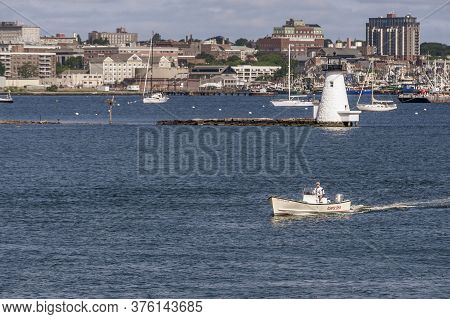 New Bedford, Massachusetts, Usa - July 11, 2020: Center Console Boat Atlantic Gem Heading Out For Qu