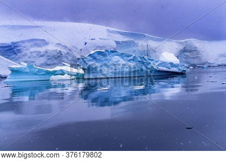 Saibloat Icebergs Glacier Snow Mountains Paradise Bay Skintorp Cove Antarctica